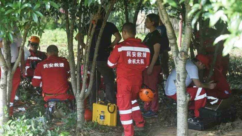 Equipes de resgate foram convocadas para procurar os leopardos que escaparam de parque chinês (Foto: STR / AFP)