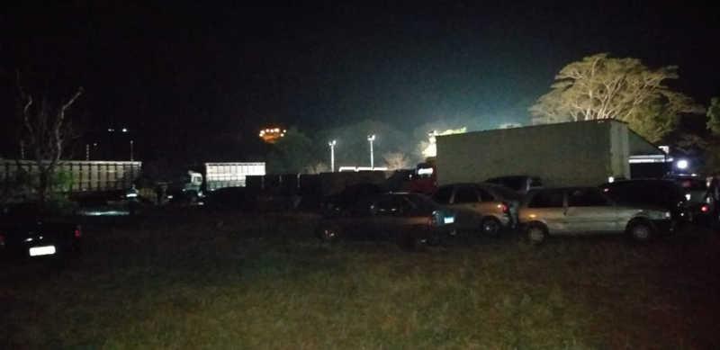 Diversos carros e caminhões de gado estavam em chácara de Cedral — Foto: Arquivo Pessoal
