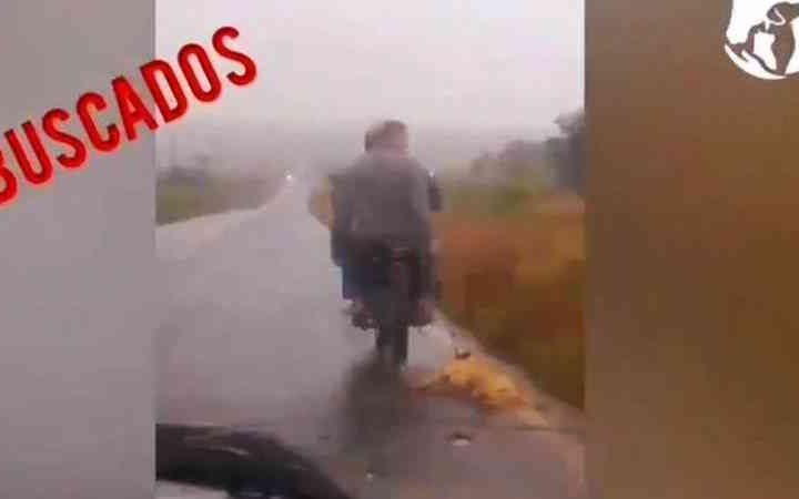 Paraguai procura motociclistas que arrastaram cachorro em rodovia