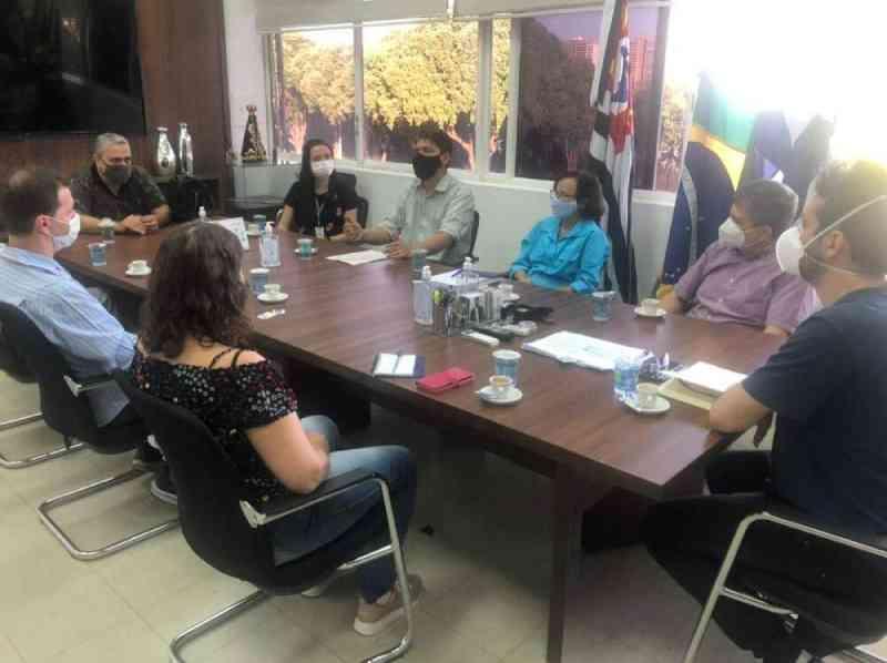Prefeitura e ONGs estudam transferência de animais do zoológico de Araçatuba, SP
