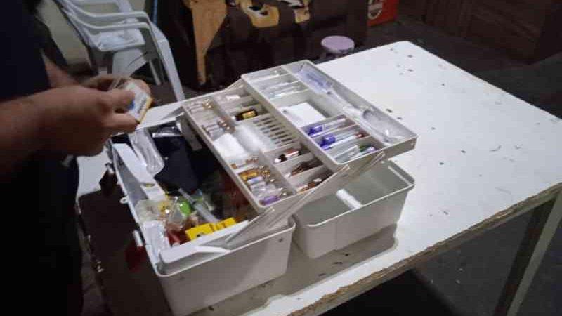Materiais usados na castração foram localizados na república de estudantes universitários — Foto: Polícia Ambiental