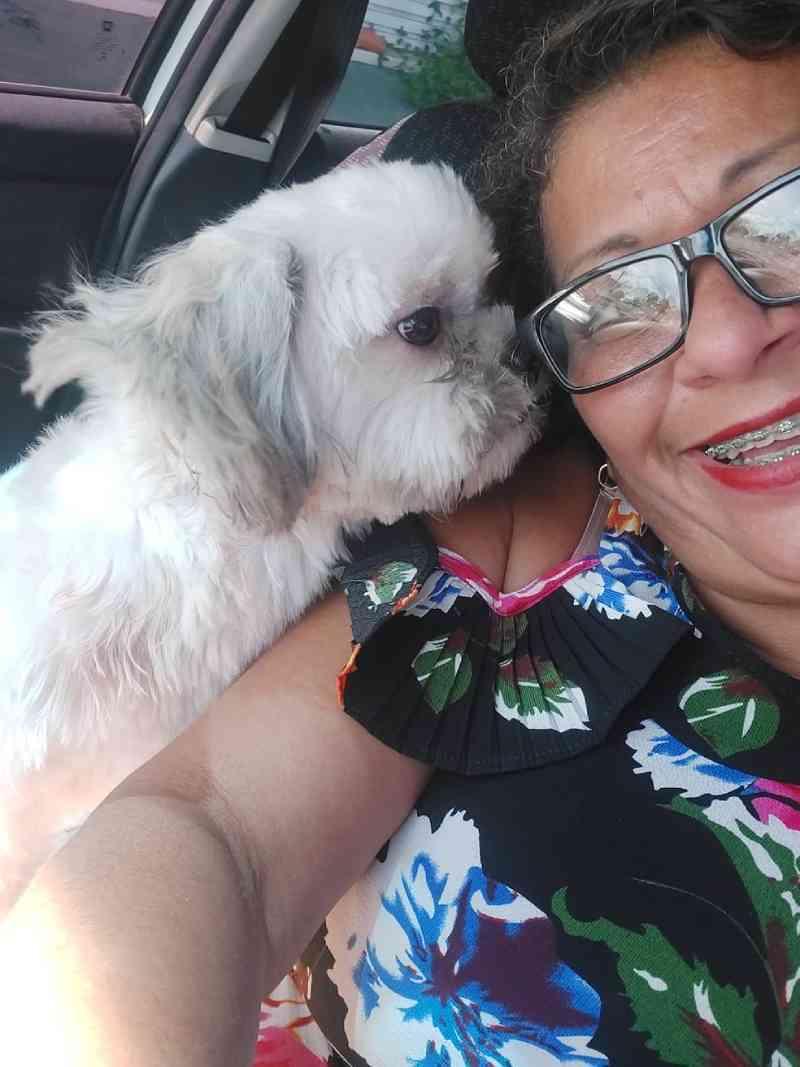 Lidiana Alves junto com cachorro Gavel. — Foto: Arquivo Pessoal