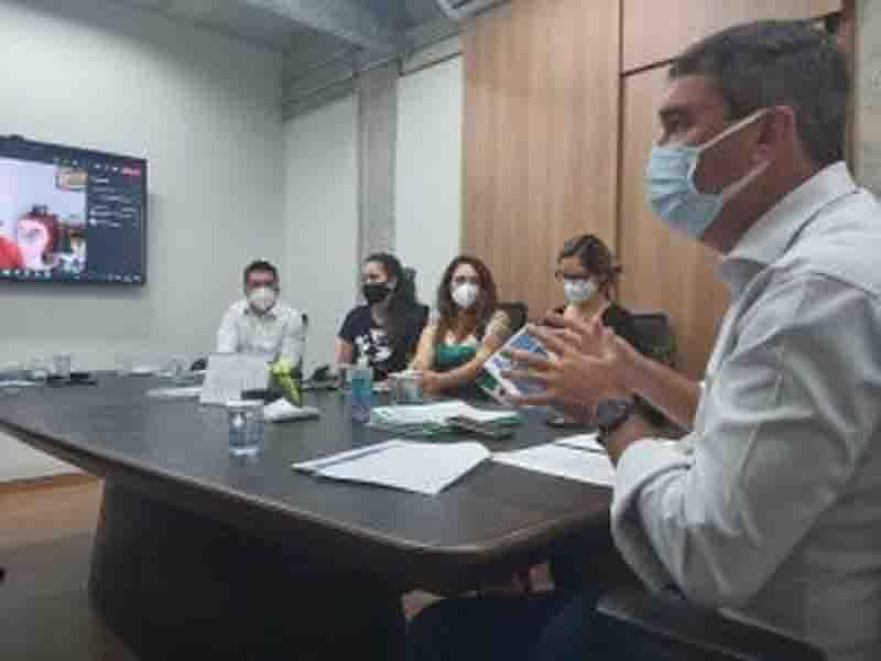 Riedel reuniu-se com representantes de diversas ONG's para alinhamento das necessidades locais. Foto: Ana Brito