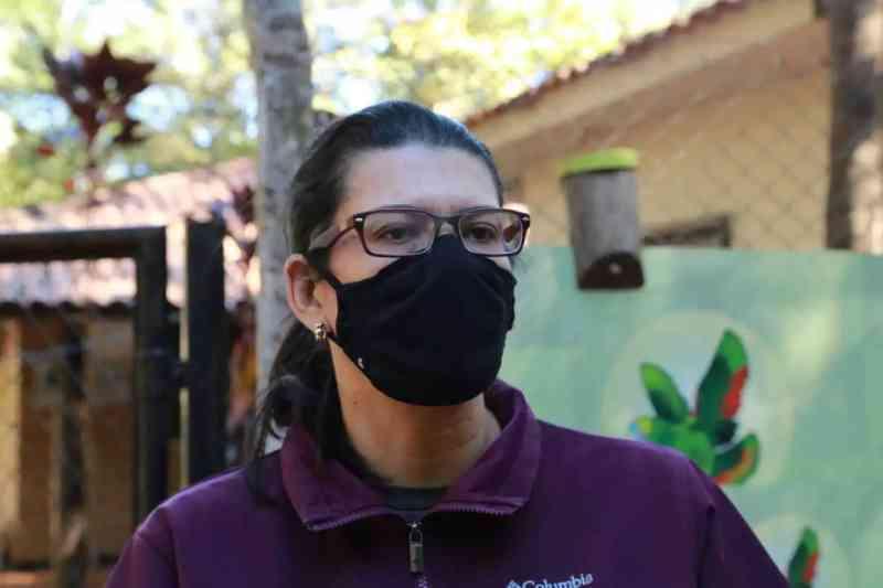 Coordenadora do CRAS explica manejo dos animais durante os períodos frios. (Foto: Kísie Ainoã)