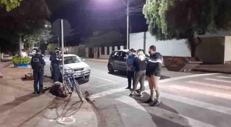 Homem é flagrado enforcando cachorrinha em Arapongas, PR