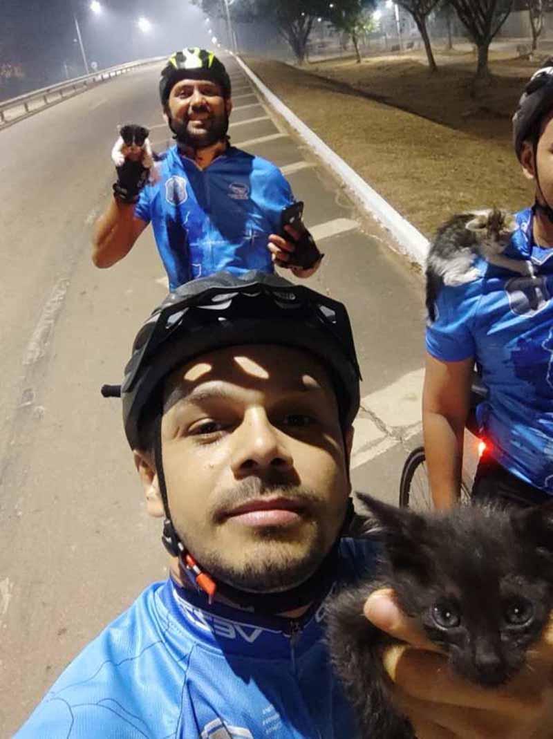 Pedal 'miado': grupo de ciclistas no Acre resgata gatos abandonados na BR-364; veja vídeo
