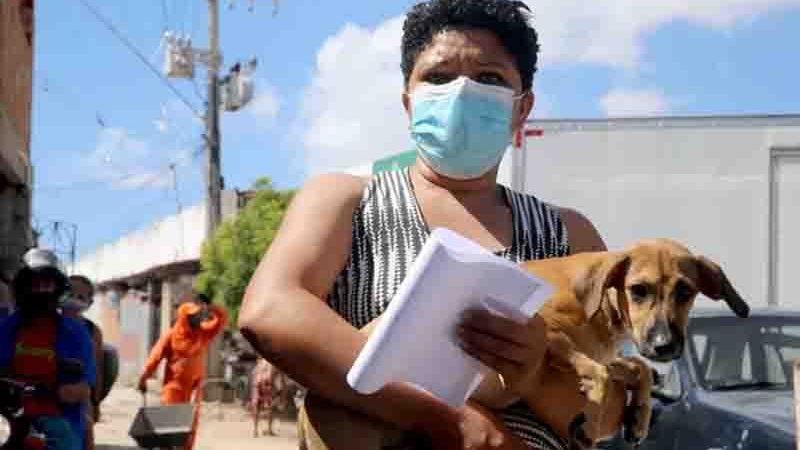A distribuição das coleiras será realizada pelos agentes de endemias por meio de busca ativa durante todo o segundo semestre de 2021. Foto: Prefeitura de Fortaleza