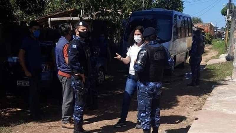 Guardas e equipe do Centro de Controle de Zoonoses são impedidos de entrar em abrigo de animais em Belém. — Foto: Reprodução / Au Family