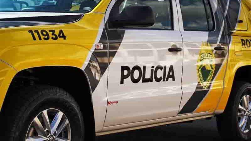 Mulher foi presa em flagrante suspeita de maus-tratos ao animal, em Umuarama. Foto: Divulgação/PMPR