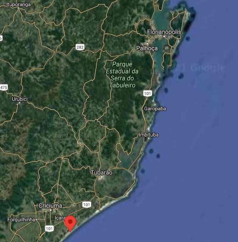 Mapa do litoral de Santa Catarina. O sinal em vermelho indica o município de Balneário Rincão — Foto: Reprodução/Google maps