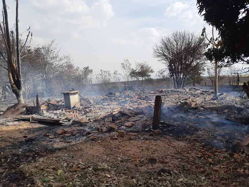 Incêndio devastou área rural em Marília (SP) nesta quarta-feira (25) — Foto: Corpo de Bombeiros/ Divulgação