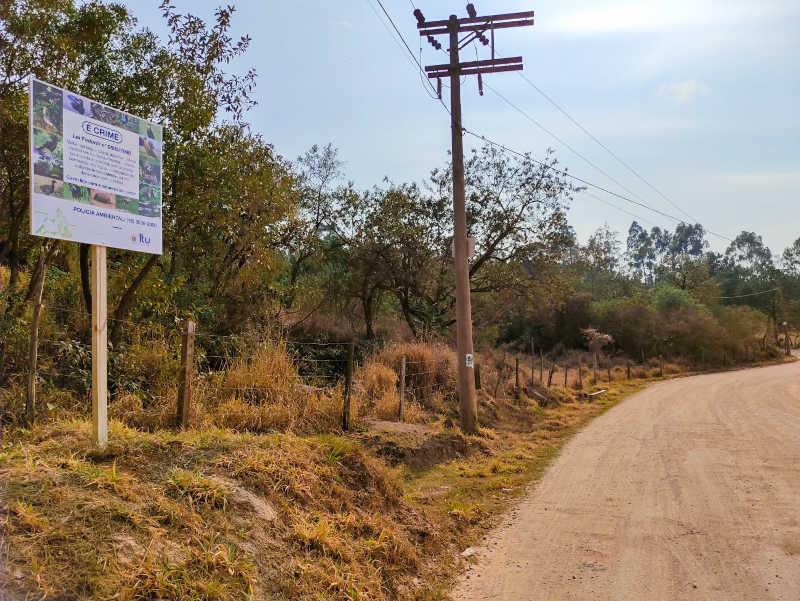 Placas informativas quanto caça e tráfico de animais silvestres são instaladas em Itu, SP