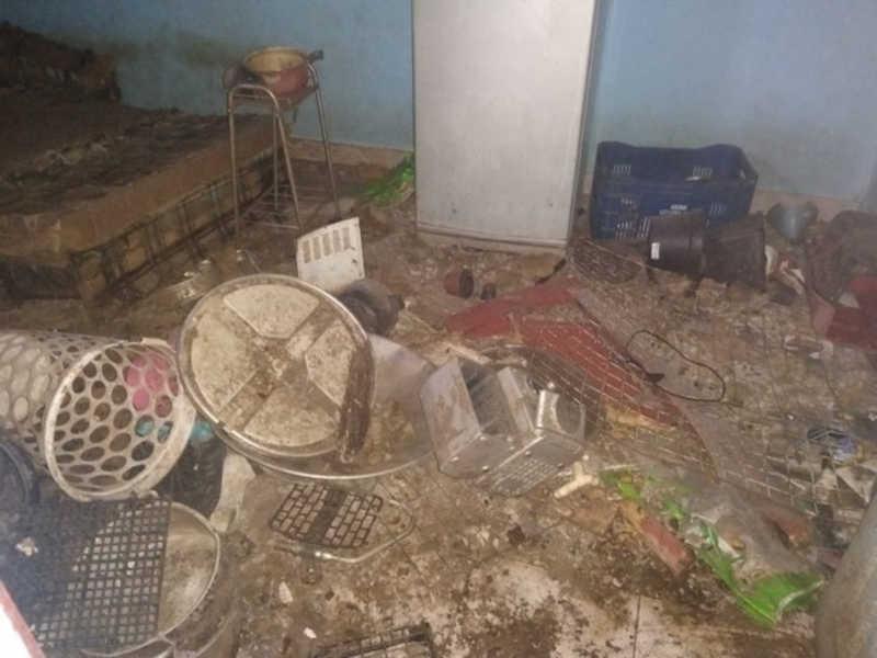 Animais ficavam em meio a lixo e sujeira na residência — Foto: Roberta Julie Pinheiro/Arquivo Pessoal