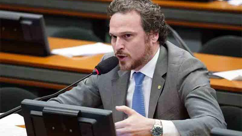 Proposta de Fred Costa foi protocolada na noite desta quarta. Foto: Pablo Valadares/Câmara dos Deputados