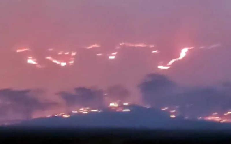 Fogo queimou cerca de 200 hectares de mata entre Cássia e Ibiraci — Foto: Reprodução EPTV
