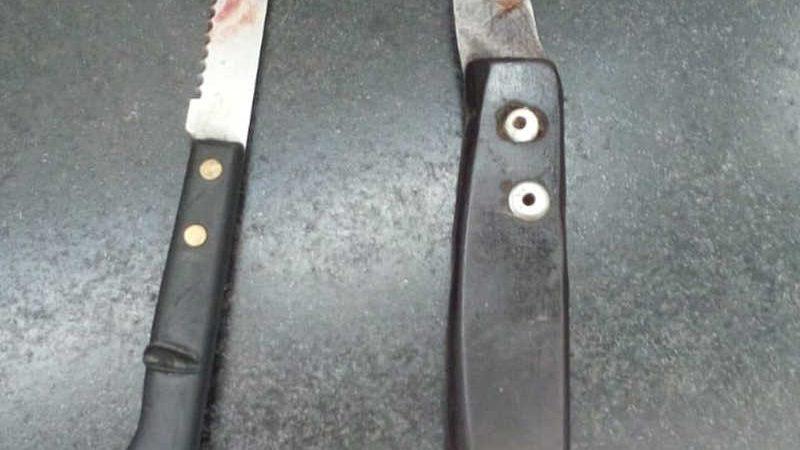 Facas utilizadas pelo suspeito no crime — Foto: Polícia Militar