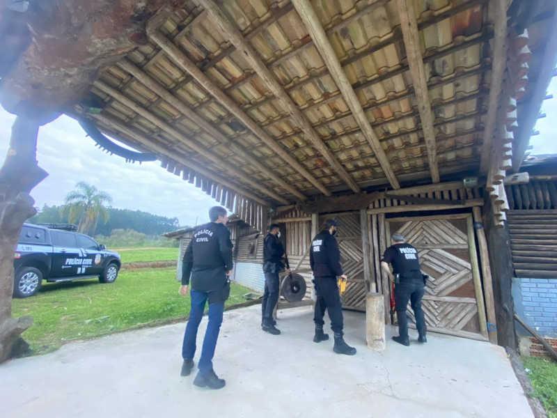 Polícia Civil descobre CTG no sul de SC usado como abatedouro clandestino de carne de cavalo, gado e mula