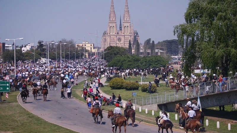 A suspensão da peregrinação a cavalo até o Santuario de la Virgen de Luján terminou com uma tradição de 76 anos.