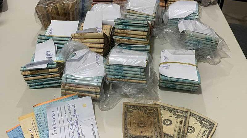 Mais de 60 pessoas são detidas em rinha de galo no sudoeste da BA; R$ 200 mil foram apreendidos — Foto: Divulgação/Polícia Militar-BA